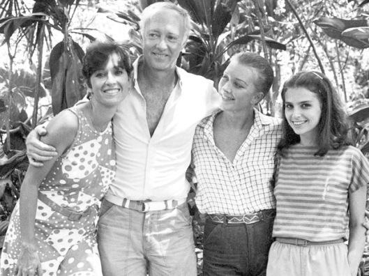 "Natália do Vale, Roberto Maia, Lilian Lemmertz e Lídia Brondi em ""Final Feliz"" (Foto: CEDOC/TV Globo)"
