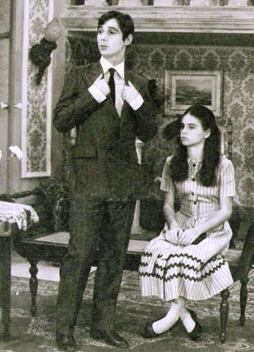 Cena de 'O Feijão e o Sonho', com Lauro Góes e Lídia Brondi.