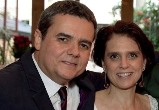 Cássio Gabus Mendes e Lídia Brondi em foto atual
